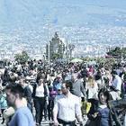 «Troppi turisti a Napoli: ora basta»,  ed è scontro nella galassia Dema