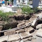 Il cimitero di Marano cade a pezzi: crolla un altro muro sopra le tombe
