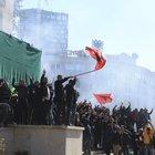 Opposizione in piazza in Albania: assaltata la sede del governo