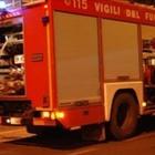 Cosparge di benzina due auto e le incendia, fermato nel Napoletano