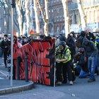 Gilet gialli, scontri a Parigi: aggredito Finkielkraut