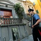Napoli, spaccio di droga nel basso con il complice 14enne: arrestati