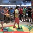 Lo Stato Sociale alla stazione: «Una vita in vacanza a Napoli» Video