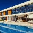 Meghan Markle e Harry a Ibiza, 118.000 euro a settimana per la villa: polemiche Reali