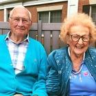 Due centenari trovano l'amore in casa di riposo: lui 100 anni, lei 103