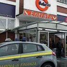 Minacce e abusi tra gli scaffali,  sei indagati col re dei supermarket