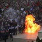 Albania, scontri a Tirana: molotov contro governo