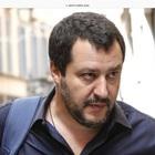 Napoli, alla kermesse M5S a ruba maglia anti Salvini «Per quale mojito»