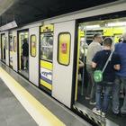 Sovraffollamento di passeggeri, stazioni metro chiuse per un'ora