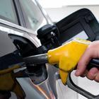 Vola il prezzo della benzina: la verde sfonda 1,6 euro
