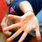 Abusi sui nipotini, 8 anni allo zio che spiava i fratellini con il cellulare
