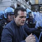 Salvini a Napoli, scontri in piazza con gli antagonisti: ferito poliziotto