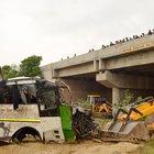 Autobus in un fossato:  29 morti e 18 feriti