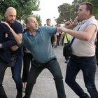 Il sindaco di Salonicco aggredito e preso a calci