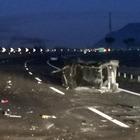 Colpo di sonno e l'auto si ribalta, 4 feriti in un maxi incidente