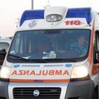Scende a controllare i danni all'auto dopo un incidente: muore investito