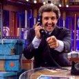 Flavio Insinna debutta a L'Eredità, ma i social lo bocciano: «Ingessato»