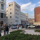 Poliziotti uccisi a Trieste, il killer ha sfilato due pistole agli agenti e ha sparato contro tutti