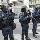 Spari a Lourdes, uomo armato si barrica in casa con ostaggi