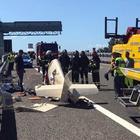 Precipita con l'ultraleggero in autostrada, morto pilota