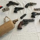 Due donne custodivano in un box le armi della camorra: in manette