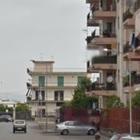 Piovono calcinacci dalle case Iacp,  il Comune: «Messa in sicurezza»