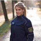 La sexy poliziotta al bivio, ultimatum del suo capo: «Scelga: o il bikini, o la divisa»