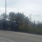 Spettacolare incidente d'auto sulla Cilentana, tre feriti