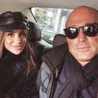 Stefano Bettarini, la fidanzata 25enne si perde in autostrada: scoppia a piangere e chiama la polizia