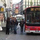 Coppia di borseggiatori over 60 in azione sul bus in piazza Dante