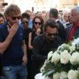 Nadia Toffa, le lacrime delle Iene ai funerali. Giulio Golia: «Era la mia famiglia»