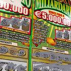 Svenne in tabaccheria dopo aver vinto 5 milioni: «Donerà tutto a poveri e disabili»