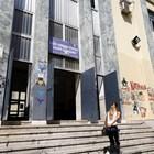 Arrivati gli ispettori al Sannazaro sit in degli studenti sulle scale