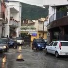 Angri: i tombini vanno in tilt, strada allagata e disagi