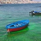 Il mare di Napoli è verde smeraldo: «Ma sono sversamenti tossici»