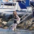 Lily Collins, bagno a Ischia Ponte