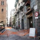 Napoli, ancora pioggia di calcinacci: tanta paura ai Decumani
