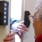 Anziana torturata dalla badante: incastrata dalle telecamere