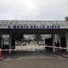 Cade durante esame in ospedale del Napoletano: è in fin di vita