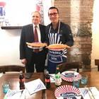 Il governatore di Bankitalia fa tappa da Sorbillo: pizza fritta a pranzo