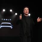 Musk: «Nel 2020 un milione di Tesla autonome e flotta di taxi robot»