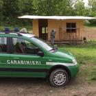 Casetta in legno nell'area protetta, blitz dei forestali e sequestro