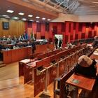 Napoli, strappo in Consiglio: maggioranza Dema perde pezzi