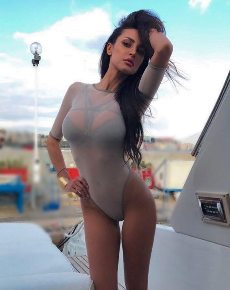 Maria Teresa Buccino Show Hot Nel Golfo Di Pozzuoli Il Mattino