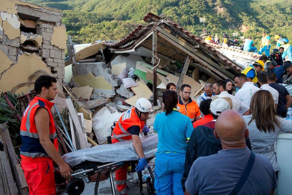 Terremoto a Ischia, Doglioni rispedisce al mittente gli attacchi contro l'Ingv