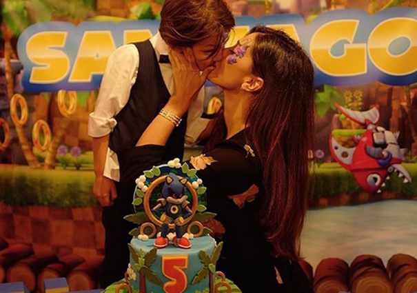 Buon compleanno Santiago, alla festa organizzata da Belen anche i De Martino