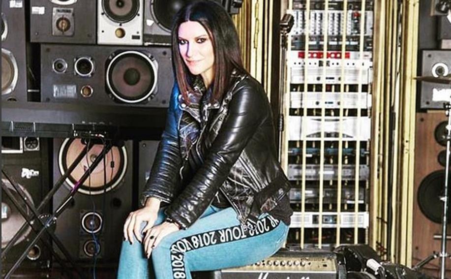Laura Pausini racconta di quando ha convissuto con un 'figo'
