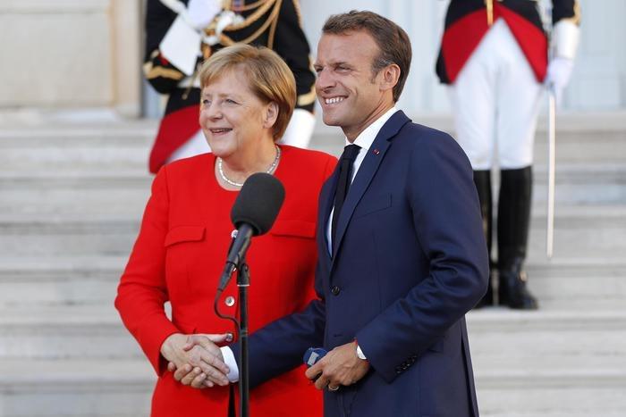 Francia, problemi di popolarità e di ministri per Macron