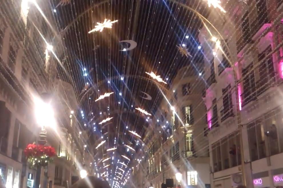Luci Di Natale A Napoli.La Bufala Social Delle Luci Di Natale A Via Toledo Non E Napoli Ma Malaga Il Mattino It